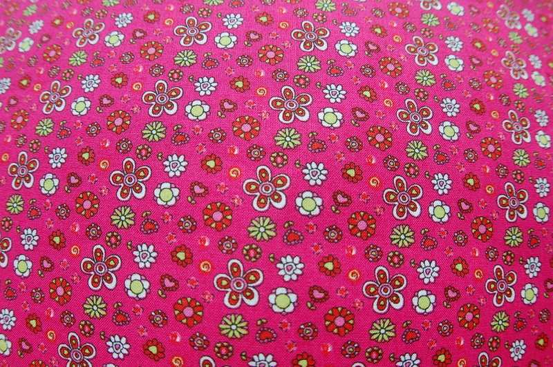 Multicolor Garden, flores multicolor fondo fucsia. Ancho de tela 1 ...