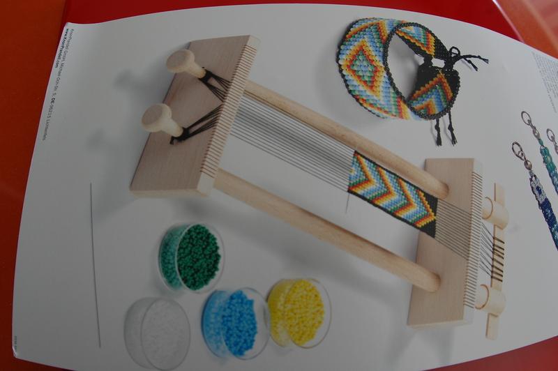 60daf78f56f8 Telar madera. Ideal para confeccionar collares y pulseras.