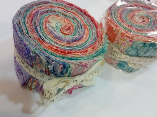 TILDA. Jelly Roll Tilda Colection. 36 units of 110cmx7cm each.